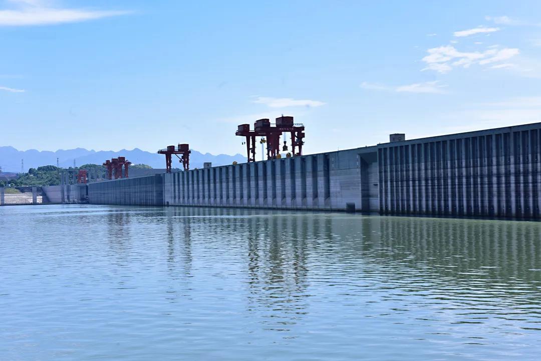 三峡水库提前消落至汛限 长江流域水库群腾库迎汛