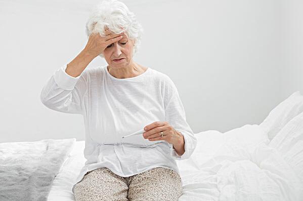 怎样照顾发烧的老人?