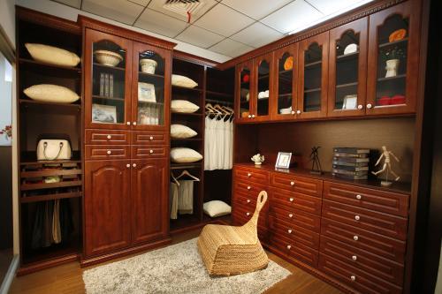 西安整体衣柜和普通衣柜相比哪个好?