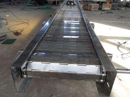 不锈钢链条传送带在出产的运用具有以下几点优势