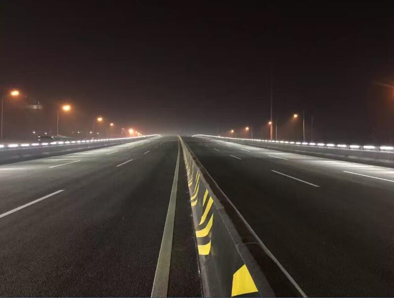凤城四路与石化大道段立交桥陕西太阳能路灯工程圆满竣工