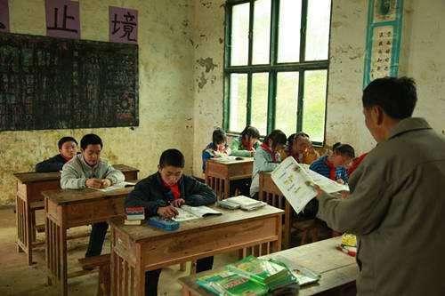乡村教师生活补助扩大到所有贫困县区