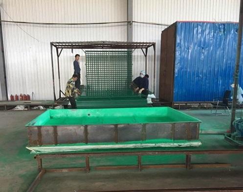 鋼板圍欄網生產制造加工現場