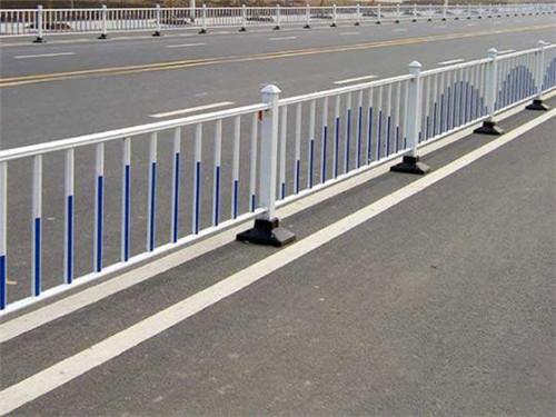 新疆护栏网养护技巧