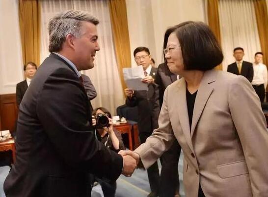 美国又抛出一部恶法 在中国背后扎刀子