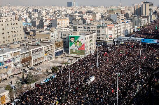 德黑兰6日为苏莱曼尼举行的悼念仪式