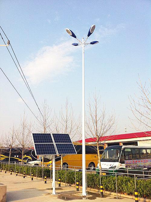 太阳能高杆灯开启了绿色照明时代