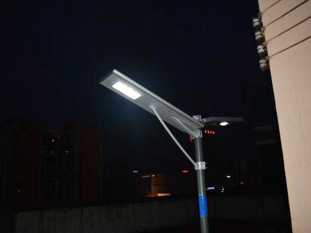 一体化太阳能LED路灯