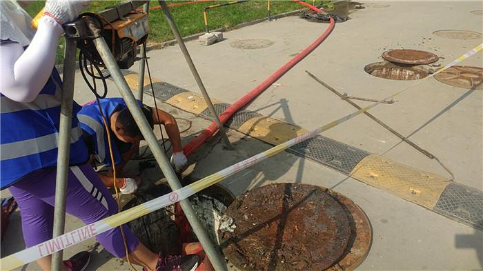铁路工房小区化粪池清理