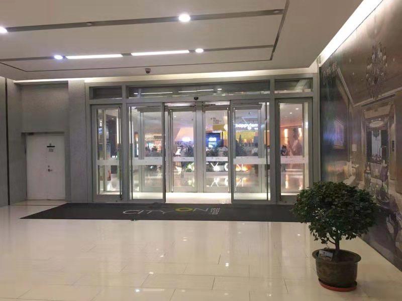 陕西玻璃自动门案例-西安熙地港
