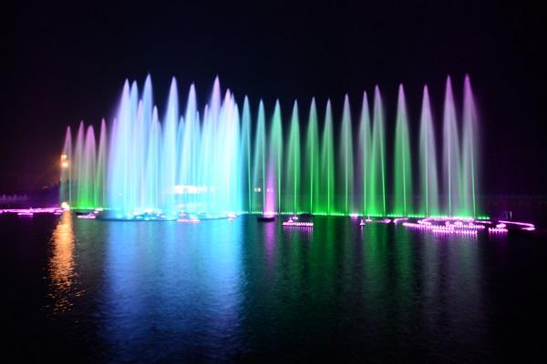 四川漂浮式喷泉安装