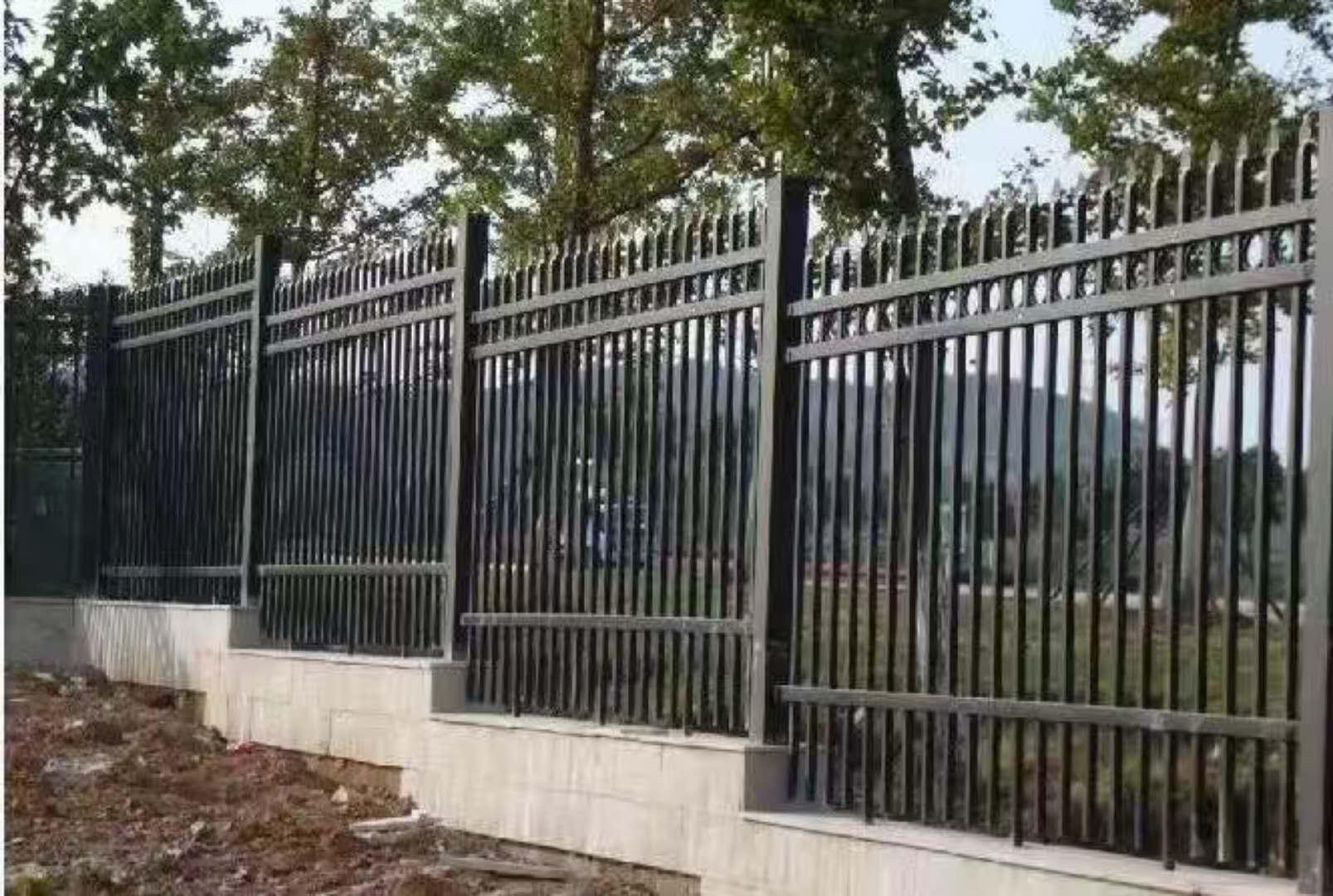 西安护栏在小区的施工案例
