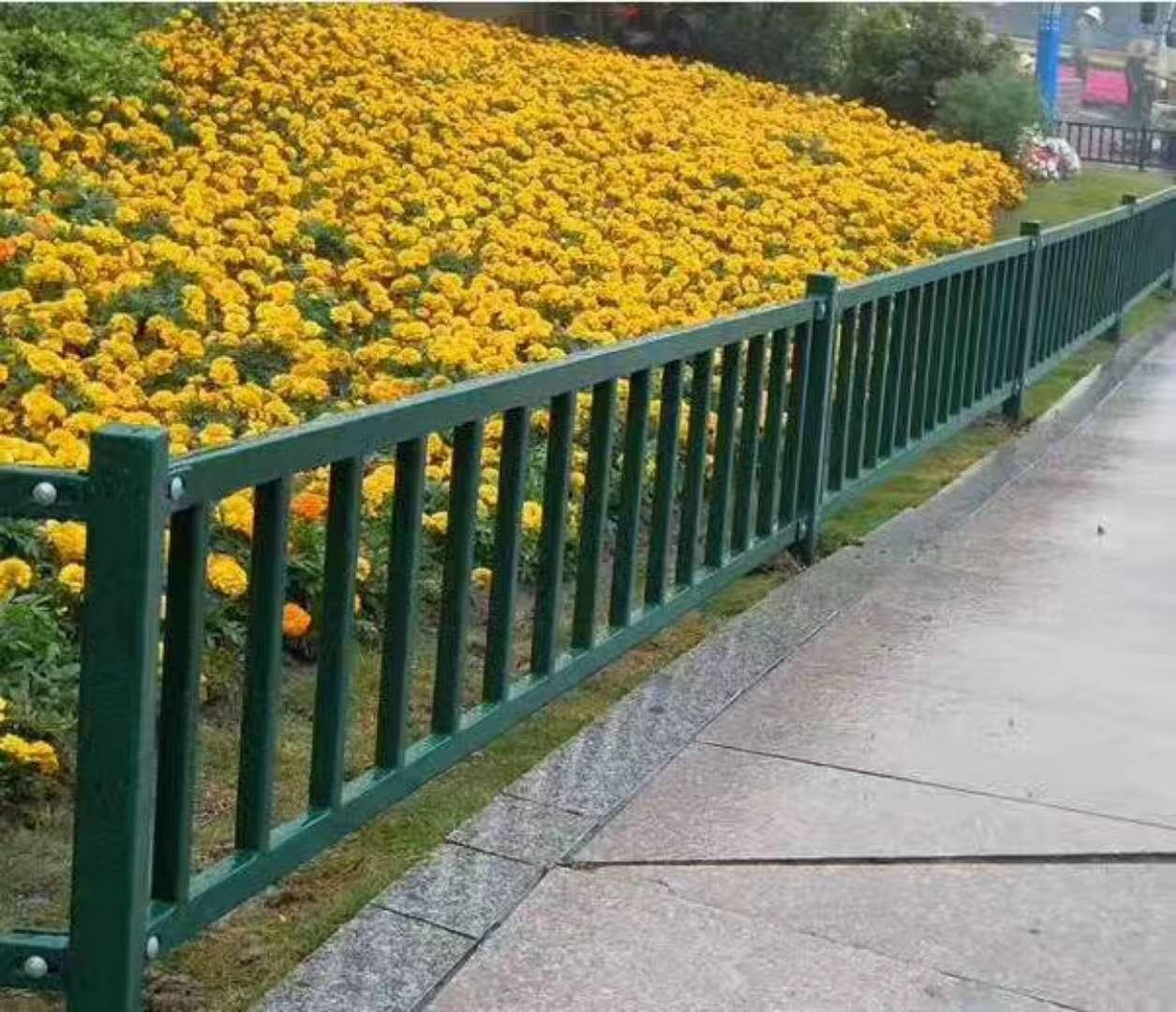 草坪护栏施工案例