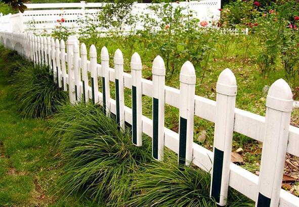 pvc草坪护栏怎么抵制雨雪天气的伤害?