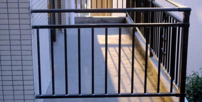 阳台护栏用什么材料好?