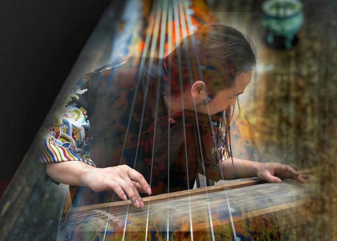 青年古琴演奏家,斫琴名家蔡伟艺,纯手工斫琴,天然大漆工艺