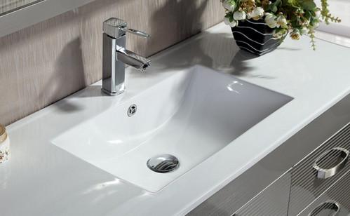 使用浴室柜的时候出现了痕迹要怎么处理