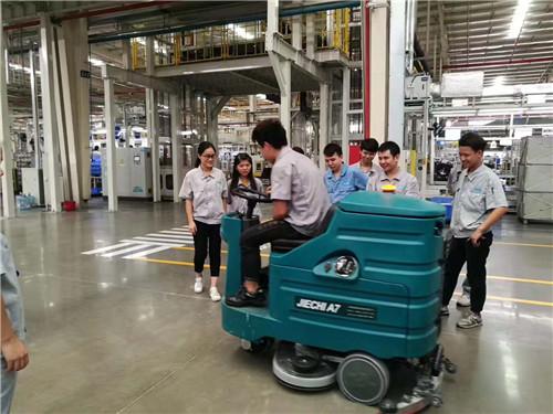 陕西扫地机在工厂中投入使用