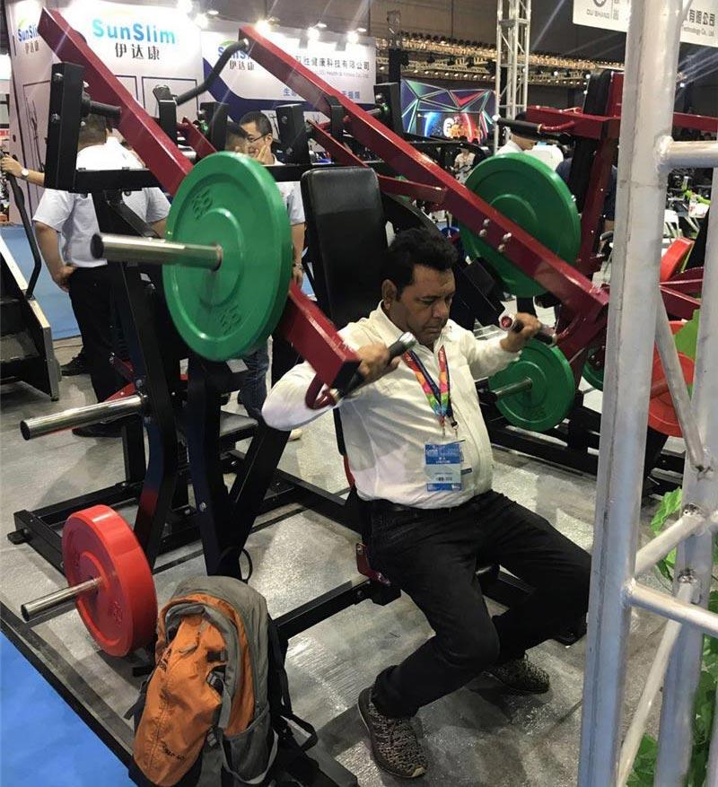 欧尚健身器材合作商用跑步机