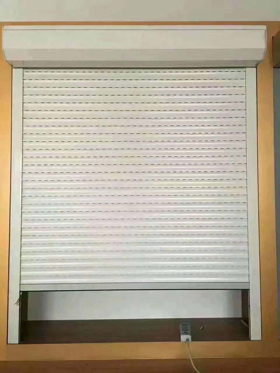 窗户卷帘门外形