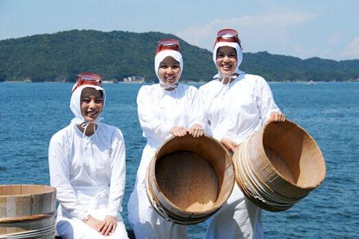 """日本的""""神秘职业"""",90岁高龄潜海捕鱼,下海不带氧气瓶全靠憋气"""