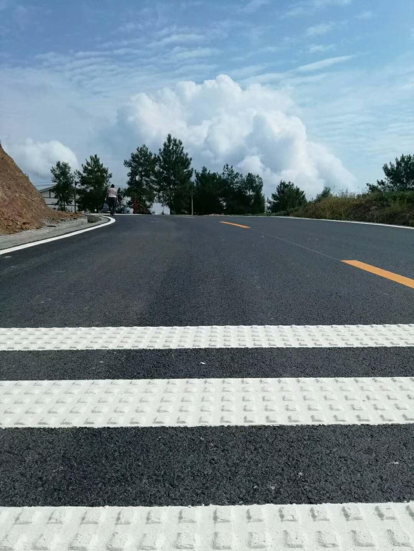 罗江金山段热熔道路标线及热熔振荡标线项目施工现场