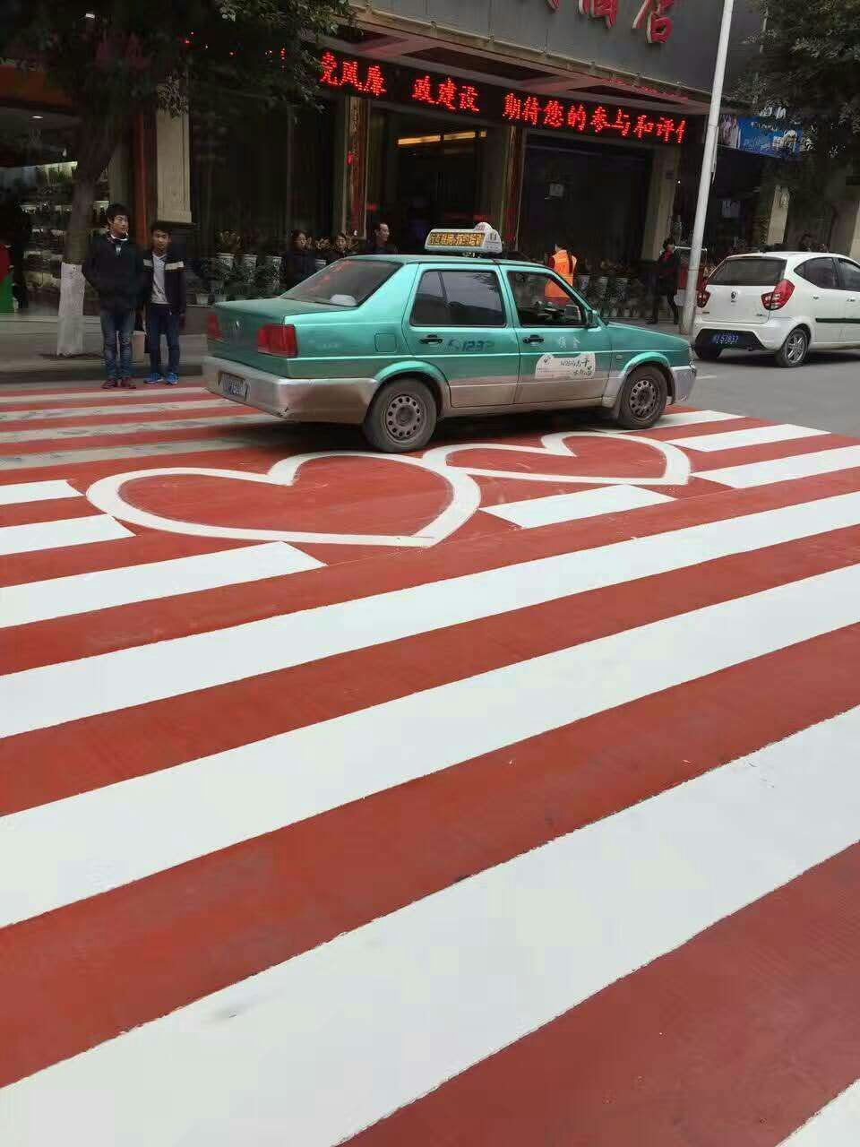 双流区柑梓城镇道路整体改造工程施工现场