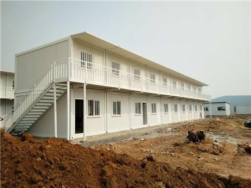 郑州快拼箱的框架比较粗使房屋看起来更加结实,快拼箱材料全部是集成化模块化制作