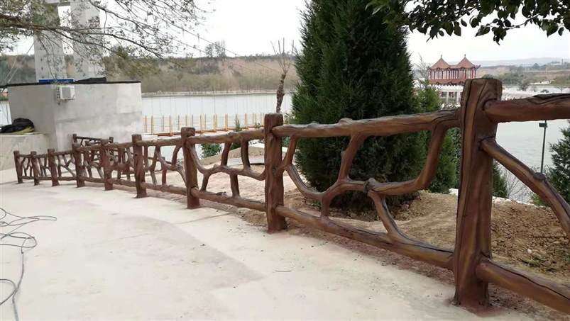西安市浐灞生态区思畅装饰工程部-蒲城永乐湖景区仿木护栏