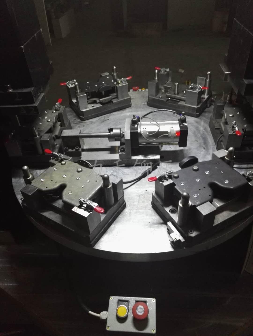 液压锁数控转台铆接机