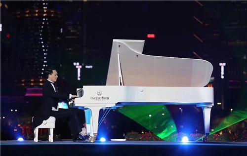 新疆珠江钢琴弹奏