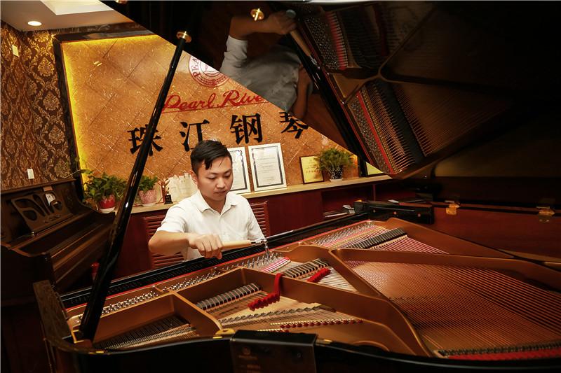 新疆珠江钢琴调律师周磊