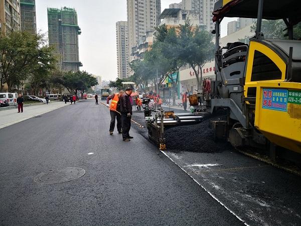 在成都沥青路面施工中常常遇到的问题及解决方案