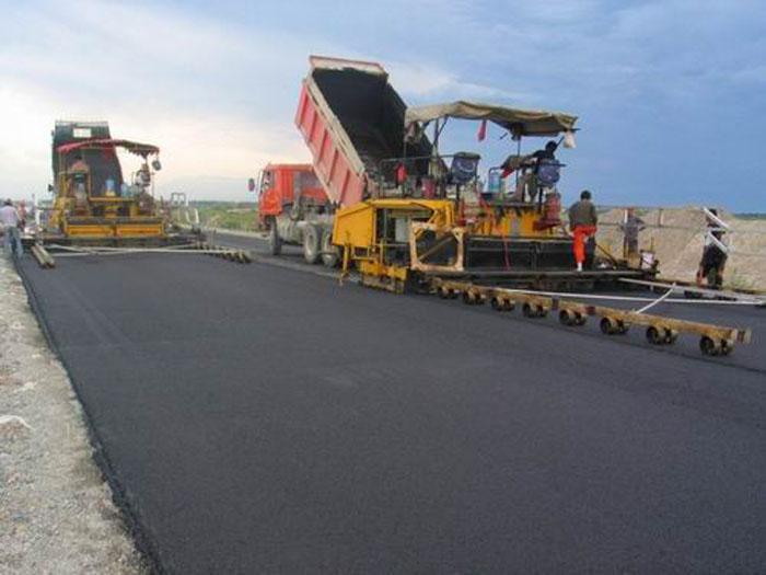 成都沥青路面施工时要注意的事项