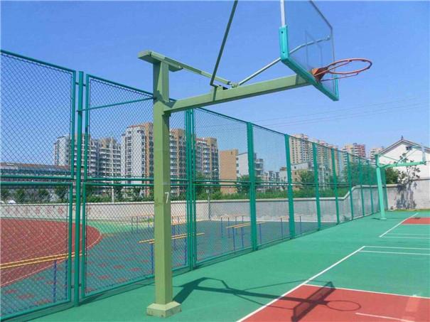 篮球场护栏网安装后的图展�e示