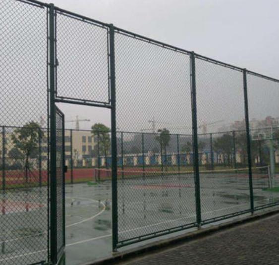小型的五人制足球场围网的插接的安装方法介绍说明