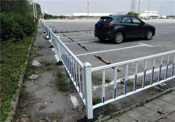 博高锌钢护栏安装技术专业,服务到位