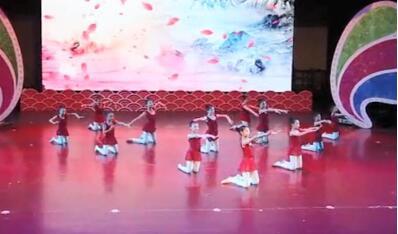一起来看看中国古典舞翻身的3个特点吧!