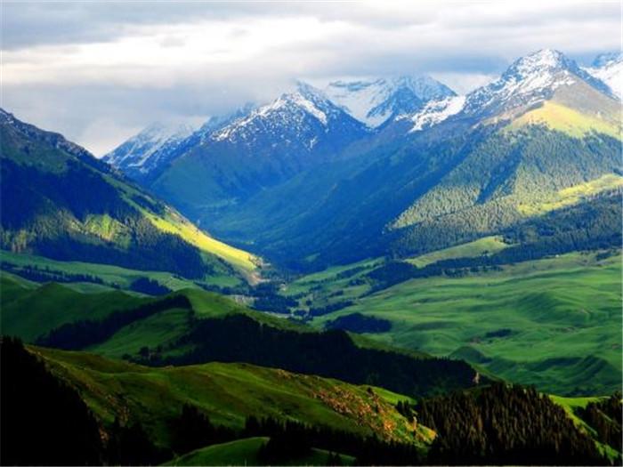 伊犁州做好全季全时旅游文章 让旺季更旺淡季不淡