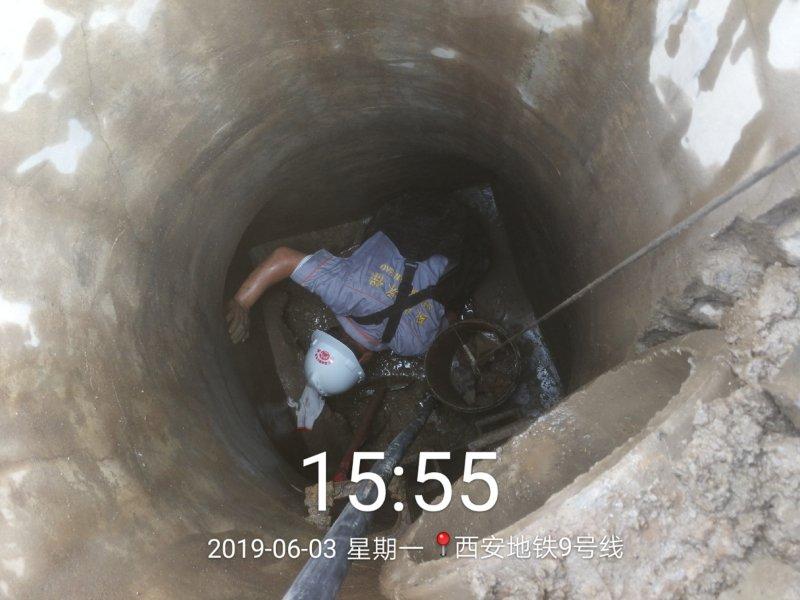 西安地铁9号线化粪池清理中