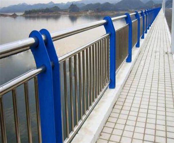 橋梁防撞護欄圖