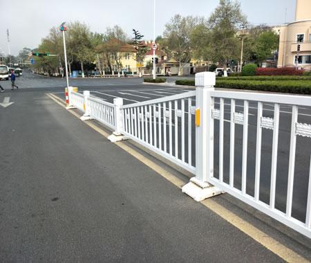 城市市政道路护栏安装现场