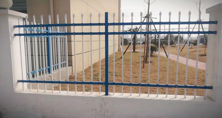 安平某小区的围墙锌钢护栏