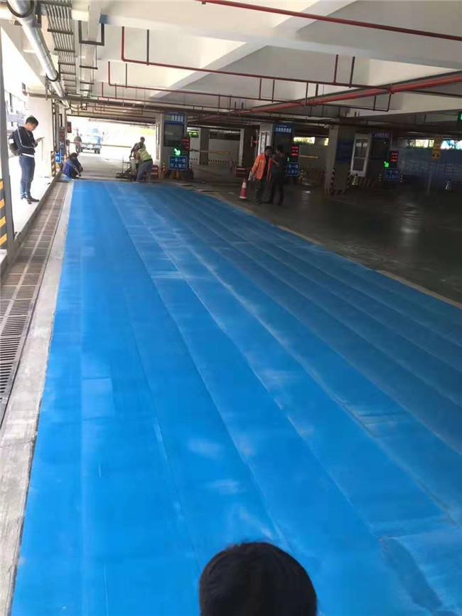 zheng州机场彩se热熔划线