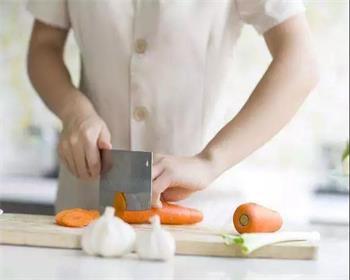 招聘餐饮服务员、厨师、白案