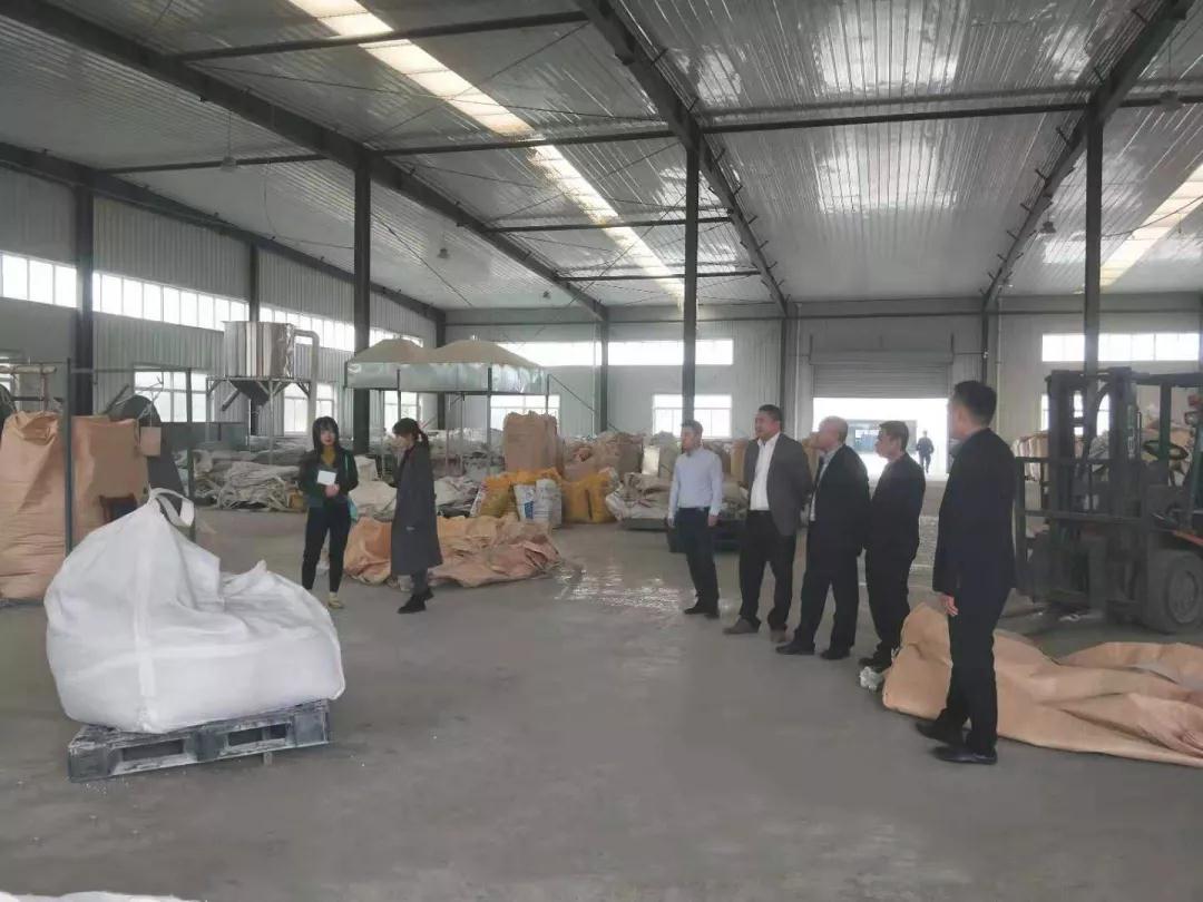 (国家)建筑材料工业技术情报研究所考察团一行赴厂考察调研