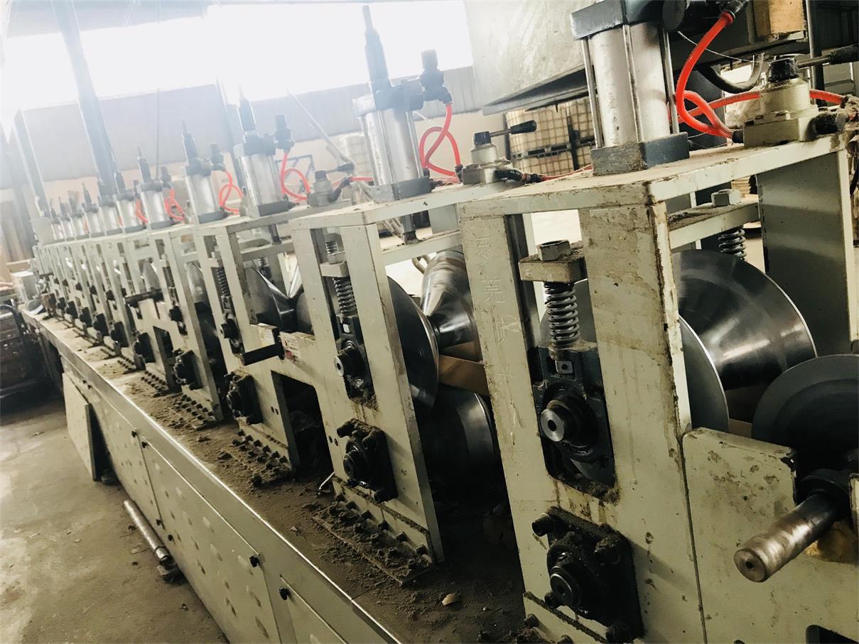 四川纸护角生产设备展示