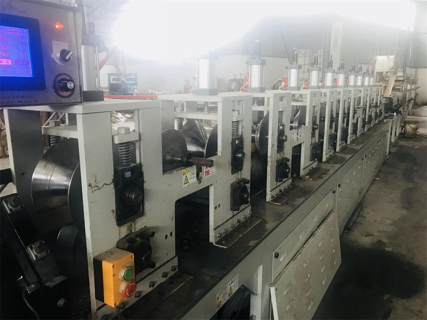 四川纸护角生产厂家设备展示