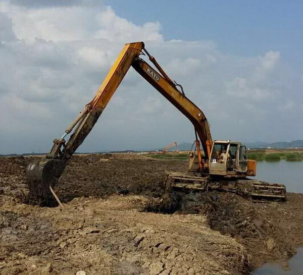 山东水陆两用挖机出租-湖泊改造升级