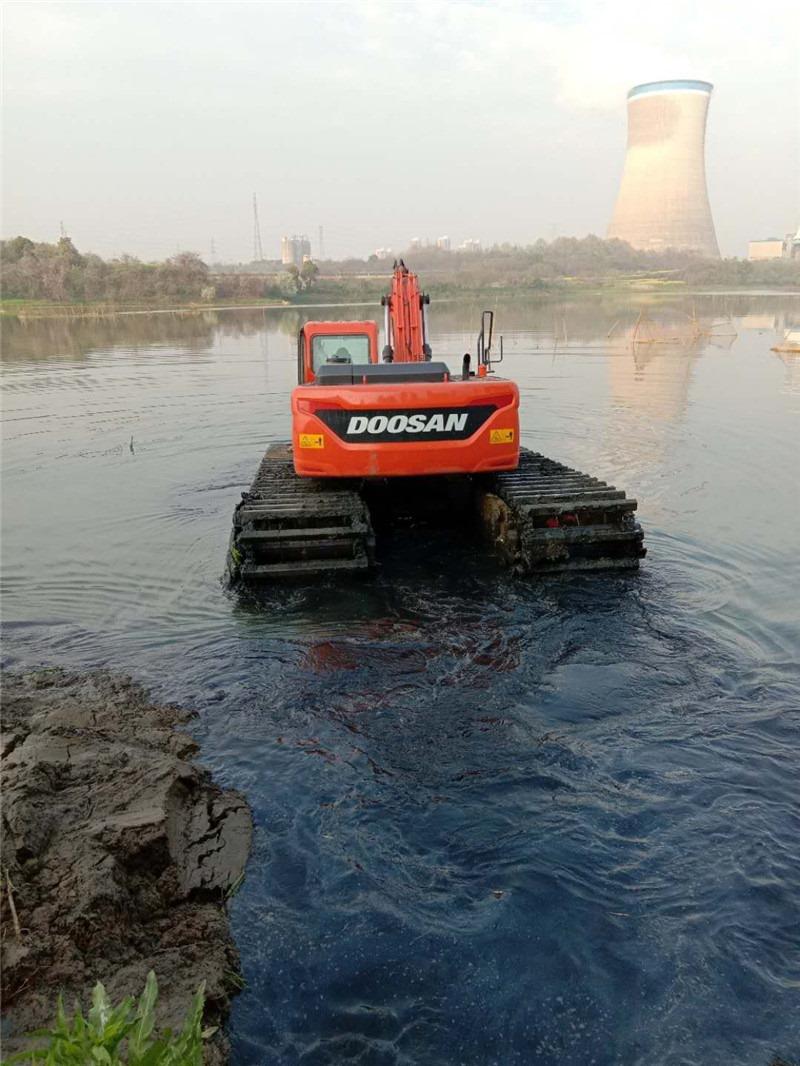 200中型水陆两用挖机河道清淤